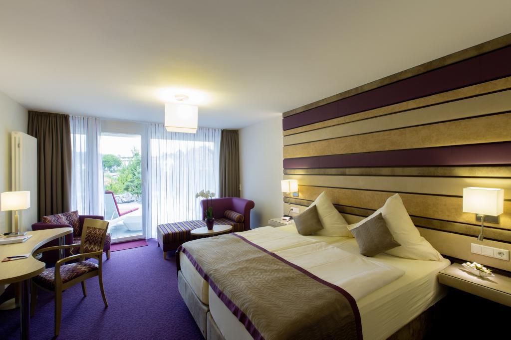 4 sterne wellnesshotel pfalzblick in der pfalz hotel pfalzblick. Black Bedroom Furniture Sets. Home Design Ideas